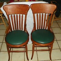 Pair of Quartersawn Oak Sidechairs / Dinette Chairs    (SC186)