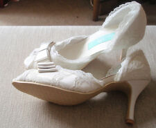 "BEAUTIFUL IVORY LACE COURT SHOE WITH SATIN BOW FEATURE 3"" HEEL SIZE 8 EU SIZE 41"
