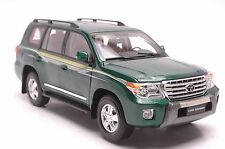 Toyota Land Cruiser 200 2012 SUV model in scale 1:18, green