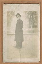 Carte Photo vintage card RPPC homme costume manteau chapeau mode fashion kh0247