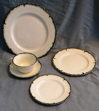 COLONIAL WILLIAMSBURG WEDGWOOD GREEN SHELL EDGE - FOUR FIVE PIECE PLACE SETTINGS