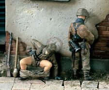 "Verlinden 1/35 ""Things to Do"" German Soldiers Poop and Pee WWII (2 Figures) 1472"