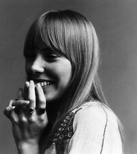 Joni Mitchell UNSIGNED photo - G1073 - Canadian singer-songwriter and painter