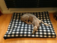 B+W Gingham Fleece Deluxe Waterproof Dog Bed,Dog Beds,Pet Beds,Dogbed,Dogbeds