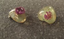 VINTAGE 70'S PURPLE DRY FLOWERS INLAID CLEAR PLASTIC HEART SHAPED EARRINGS