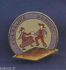 Pin's pin VENDEE FOLKLORE VENDEEN LA BRETONNIERE (ref L20)