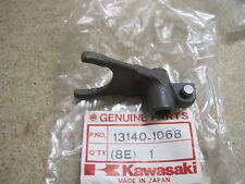 KAWASAKI  NOS 5 / TOP GEAR SELECTOR FORK KX125 B1 B2 C1  13140-1068