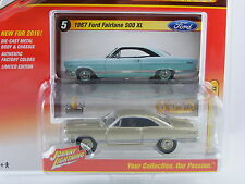 Ford Fairlane 500 XL 1967 in champagnemetallic, JL Johnny Lightning, 1/64