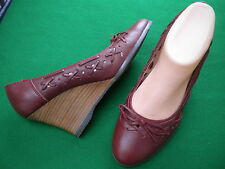 LADIES NEAR NEW COLORADO  RED LEATHER  WEDGE SHOES  SIZE 7.5