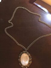 VINTAGE COSTUME JEWELRY GOLD NECKLACE WITH MOTHER OF PEARL PENDANT