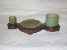 CHINESE HARD STONE JADE SCHOLAR DESK ITEMS ON WOOD STAND, 2 CUPS ONE PLATE