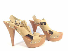 beautiful pair of BAKERS beige suede leather platform sandal pumps 9