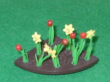 BRITAINS FLORAL GARDEN 1/4 flowerbed with TULIPS & DAFFODILS