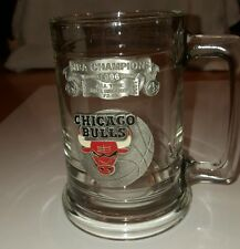 Chicago Bulls Glass Mug With Metal Logo & 1995-96 NBA Record Banner Basketball