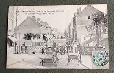 CPA. SAINT QUENTIN. 02 - Le Passage à niveau et le Faubourg d'Isle. 1907.