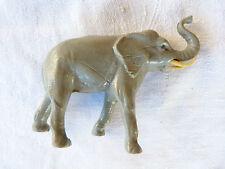 Bel éléphant avec défenses STARLUX de couleur grise.