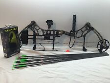 New 2016 Bear Archery Threat RTH 70# RH Bow Package Camo  w/ Arrows and Release