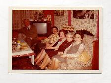 PHOTO Snapshot Couleur Famille Grand-mère Télé Télévision TV Vers 1970