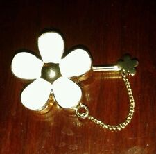 "MARC JACOBS "" DAISY""  SOLID PERFUME PIN BROOCH HARD TO FINE RARE   E.U.C."