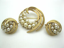 VINTAGE CROWN TRIFARI BROOCH CLIP EARRINGS CLEAR RHINESTONES FAUX PEARL MARKED