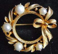 VINTAGE~LISNER COSTUME JEWELRY PIN~GOLD-TONE WREATH BROOCH~5 CULTURED PEARLS~50s