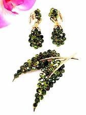 1966 CROWN TRIFARI GOLD-TONE GREEN RHINESTONE BRIOLETTE LEAF BROOCH EARRINGS SET