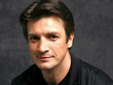 Nathan Fillion UNSIGNED photo - D1023 - HANDSOME!!!!!