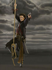 Orlando Bloom UNSIGNED photo - D963 - Pirates of the Caribbean
