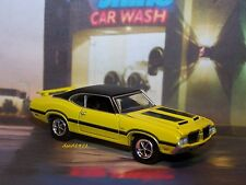 70 1970 OLDSMOBILE CUTLASS 442 W-31 COLLECTIBLE 1/64 SCALE MODEL - DIORAMA