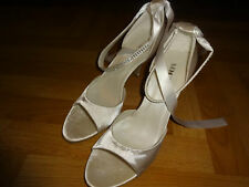 Dream shoezy satin ivory wedding diamante heels / shoes. Euro 41. UK 8. New.
