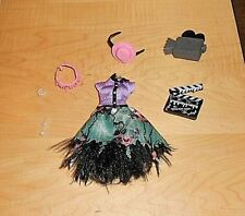 MONSTER HIGH - HAUNTLYWOOD - HONEY SWAMP - CLOTHES & ACCESSORIES