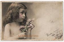 Carte postale ancienne | Enfant | Carte horizontale | Torse nu | Fleurs | RPI