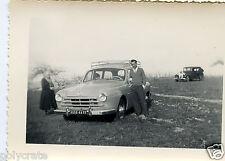 Portrait famille + 2 voitures anciennes   - photo ancienne an. 50 60