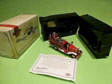 MATCHBOX COLLECTIBLES YSC03 FORD AA 1932- SANTA FIRE ENGINE - CHRISTMAS - NMIB