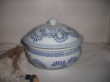 BLUES/WHITE LEAF DESIGN MADE IN CHINA PORCELAIN APRIL CORNELL TUREEN WITH LID