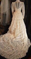 Vintage ILGWU Ivory Lace Wedding Dress w/Long Tiered Train Spanish Style Size 8