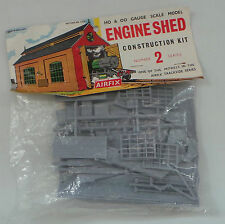 TRAINS : ENGINE SHED HO & OO GAUGE SCALE MODEL KIT MADE BY AIRFIX