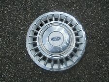 one 1998 to 2002 Ford Crown Victoria hubcap wheelcover