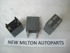 3 x GENUINE HYUNDAI TRAJET  AND  KIA MAGENTIS MK1 RELAYS    DECO  95220-38000