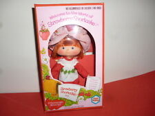 VINTAGE 1980 STRAWBERRY SHORTCAKE DOLL WITH FLAT HANDS, CHAD VALLEY MIB