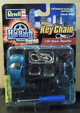 REVELL VW VOLKSWAGEN NEW BEETLE TEAL HOT HATCH EUROS CAR MODEL KIT KEY CHAIN HTF