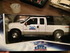 memorabilia 1:18 F-350 Lariat  2005 pts edition ford  diecast model