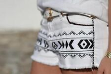 ZARA BLOGGERS WHITE ETHNIC AZTEC PRINT SHORTS SIZE UK10/EUR38/US6