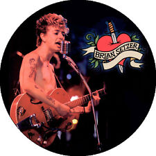CHAPA/BADGE BRIAN SETZER . pin button rockabilly stray cats gene vincent cochran