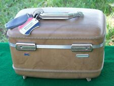 VINTAGE BUCKSKIN BROWN AMERICAN TOURISTER CARRY ON LUGGAGE TRAIN CASE Crafting?