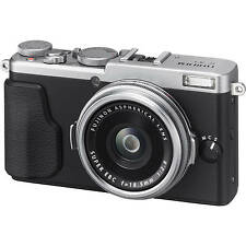 Fujifilm Fuji X70 Digital Camera - Silver (UK Stock) BNIB