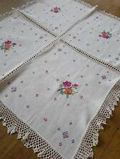 Pretty vintage lino ricamati a mano tovaglia-Cross Stitch Rose & Uncinetto