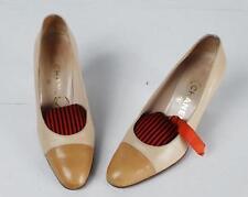CHANEL - Escarpins vintage bicolores en cuir creme et chamois - P. 37,5