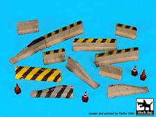 Black Dog 1/72 Assorted Roadblocks (Concrete Barriers & Traffic Cones) D72026