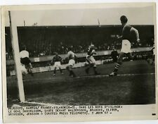 Match de foot Nantes FRANCE / ISLANDE United Press Telephoto 2 juin 1957